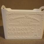 100円ショップダイソーで見つけた白くておしゃれな洗面台収納ケース