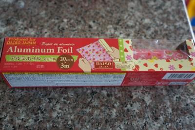 ダイソーイチゴ柄キッチンアルミホイル使用前2