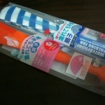 夏には100円ショップダイソーの「濡れても平気な扇子」がプラスチック製で便利