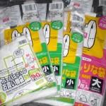 100均ダイソーで、各ゴミ箱用のゴミ袋を大量に買ってきました