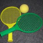 100円ショップミーツのテニスラケットで屋内運動!めざせ錦織くん