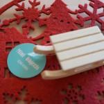 100円ショップミーツ「木製そりオーナメント」クリスマス飾り表情豊かに☆