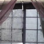 100均ダイソー「車用日よけカーテン黒」を部屋の遮光に活用♪