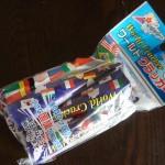 100円ショップダイソー「国旗クラッカー」世界が飛び出す!